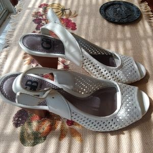 Size 5 White Leather Sandals